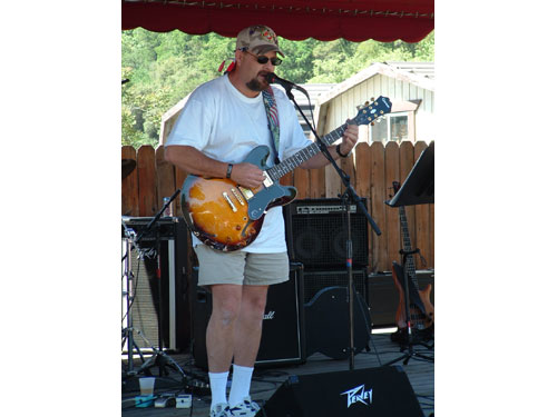ride-06-guitarist.jpg